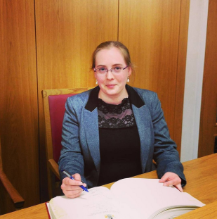 signing-in-as-a-new-councillor-sq